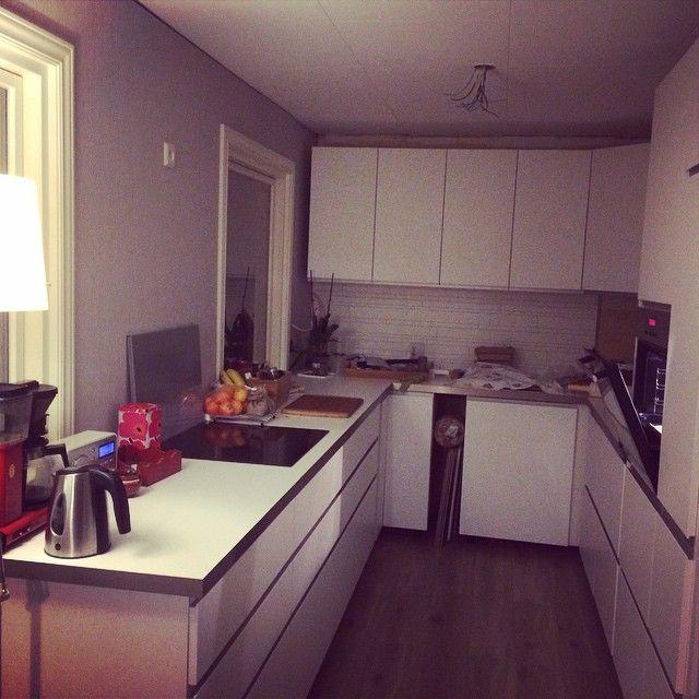 #ShareIG Love my new kitchen! @mrlostone the #handyman #ikea #nodsta #vilbarebakenå...