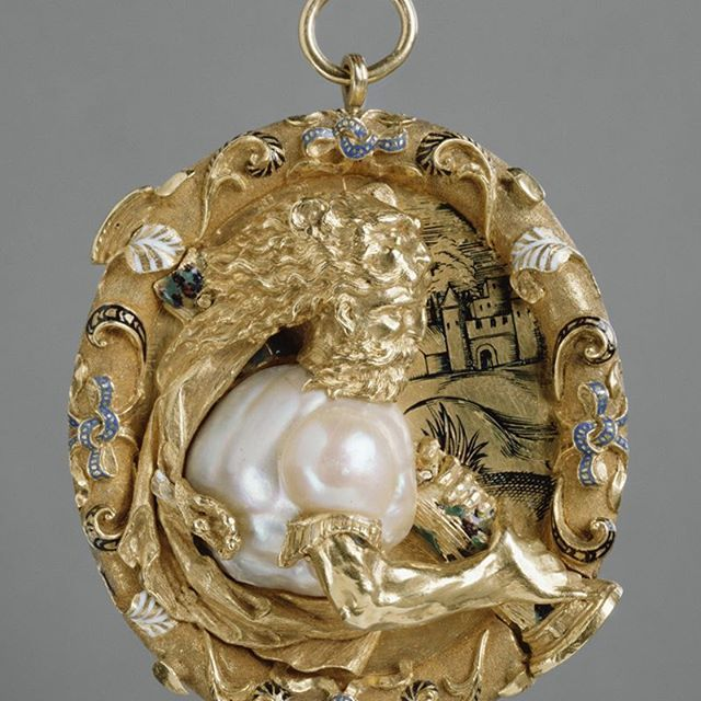 How long do you think it took to create? This pendant features Hercules raising the pillars at Cadiz.  Made of pearl, gold, and white, blue and black enamel, this detailed jewel was probably a royal commission. Origin- France, c.1540. via Getty Museum #Hercules #antiquejewelry #antiquejewellery #antique #gold #pendant #baroquepearl #pearl #enamel #french #royaljewels #boylerpf #jewelryaddict #jewelrylovers