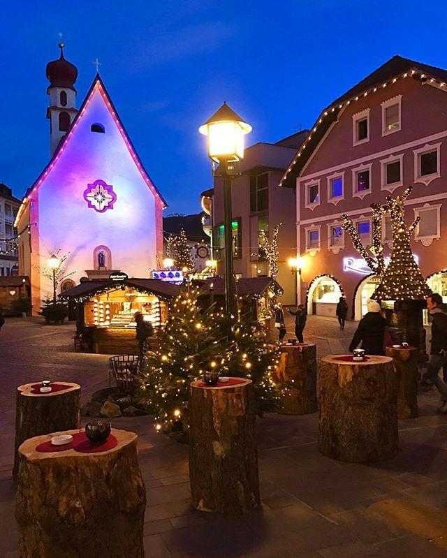 🇮🇹🎄Mercatini di #Natale ad #Ortisei 🎄🇮🇹 Photo by: @italian_places