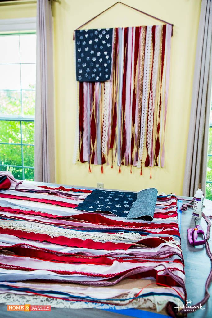 Create a vintage inspired American Flag this season! Fly it high for Memorial Day or Fourth of July! Design by @tmemme28! Catch #HomeAndFamily weekdays at 10/9c on Hallmark Channel!
