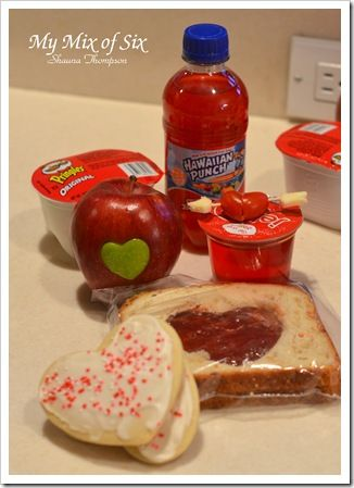 Fun Valentines Kids Lunch.  It's cute except for the sandwich.  Do you realize what that sandwich would look like by the time the kids took it out of their bag for school?