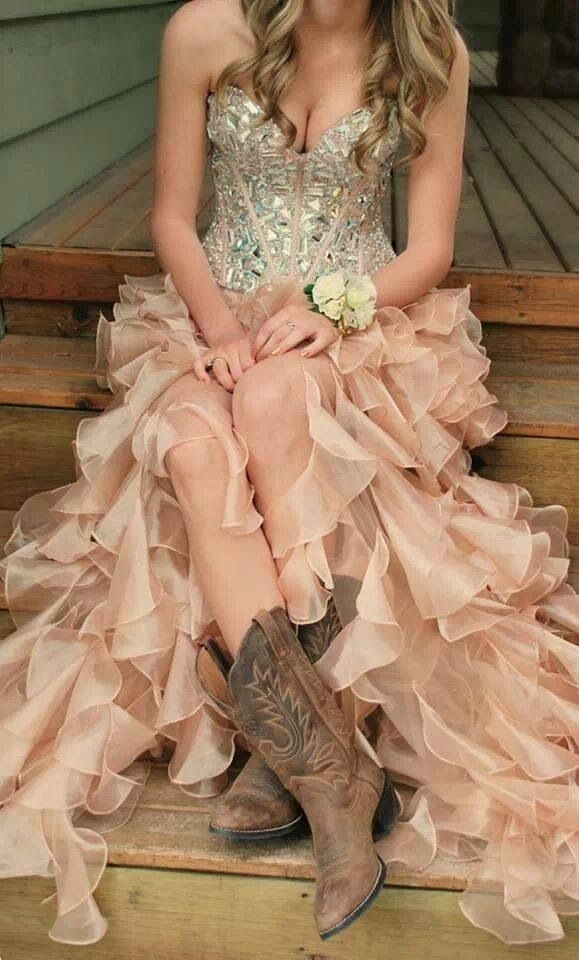 Love this country prom dress so much.