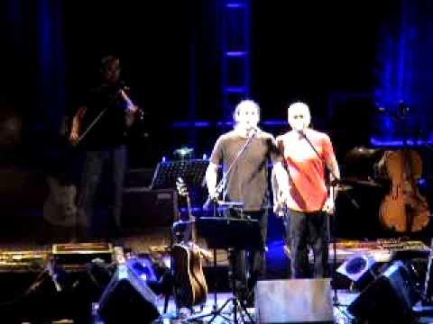 Alkinoos - Ego ki esy mazi live - See the video : http://www.onbrowser.gr/alkinoos-ego-ki-esy-mazi-live/