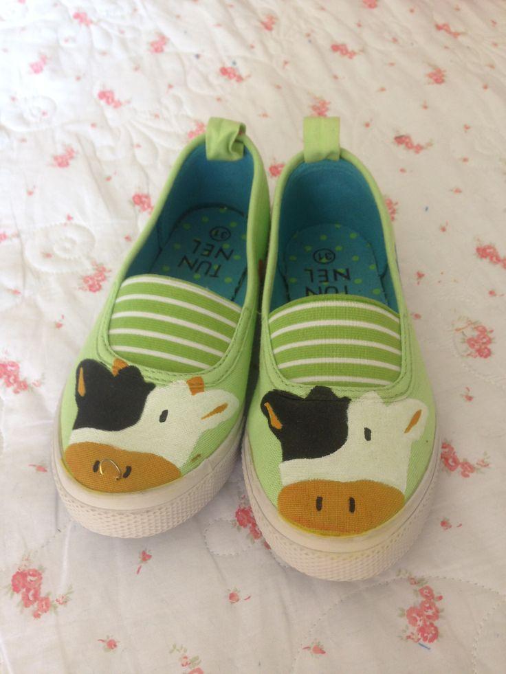 Stencil cows girl shoes
