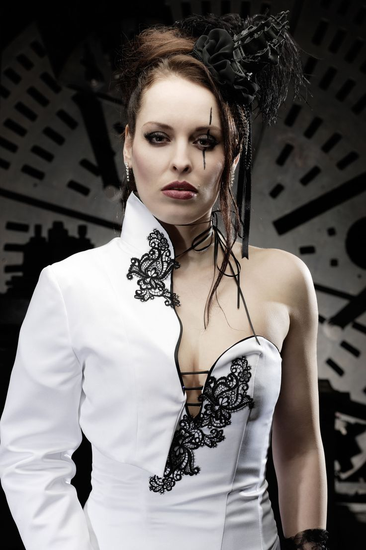 10 best Extravagante Brautmode-Impressionen images on Pinterest ...