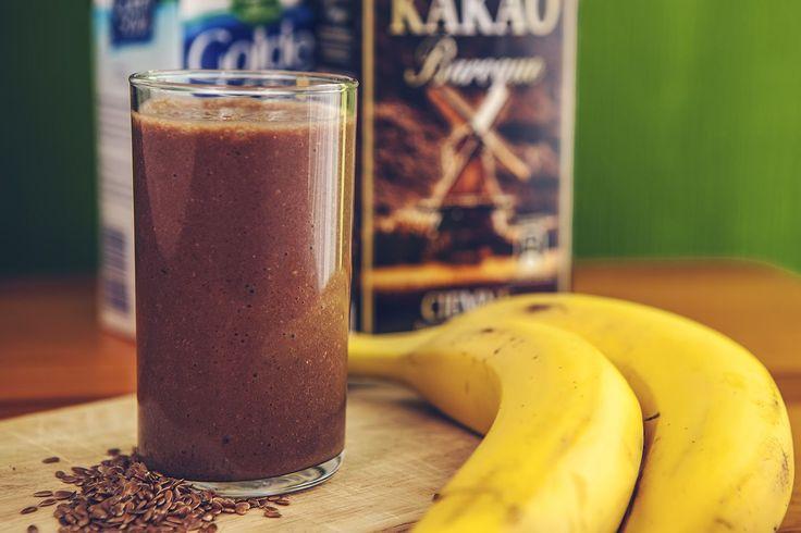 Koktajl kakaowo-bananowy. Szybkie śniadanie dla biegacza lub słodkie, zdrowe co nieco.