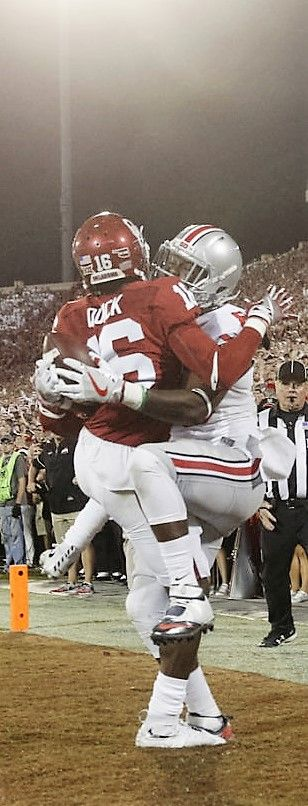 Ohio State Buckeyes wide receiver Noah Brown (80) reaches around Oklahoma Sooners defensive back Michiah Quick (16) to make a touchdown catch near the end of second quarter,