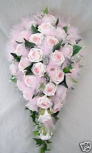 brides teardrop bouquet in pink roses with marabou