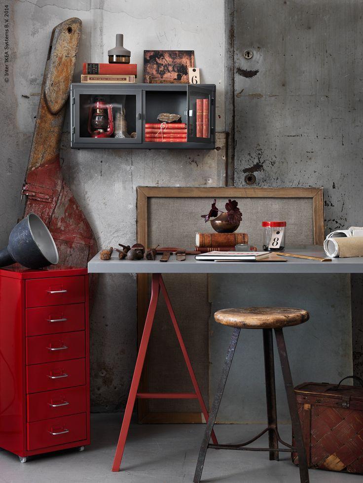 I höst gillar vi falurödfärg, matt skimrande koppar och rostigt mörkrött! HELMER lådhurts på hjul, LERBERG benbock, LINNMON bordsskiva, RÅSKOG väggskåp, IKEA PS 2014 dekoration.