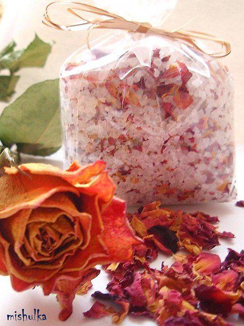 Jak si doma vyrobit svou vlastní relaxační koupelovou sůl