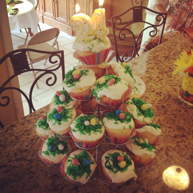 This cupcake tree with citrisy muffins would be an awesome birthday cake