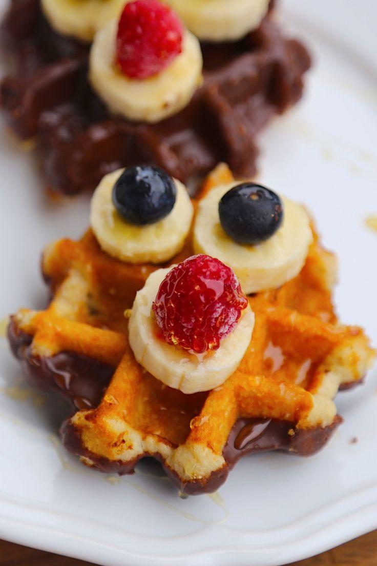 GOFRES CHOCOLATEADOS CON FRUTA  http://wwwreposteriabego.blogspot.com/2017/12/gofres-chocolateados-con-fruta.html