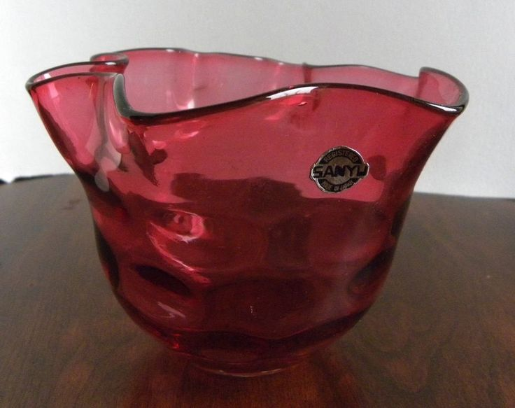 Vintage art glass red Sanyu ruffled coin dot/spot vase, made in Japan