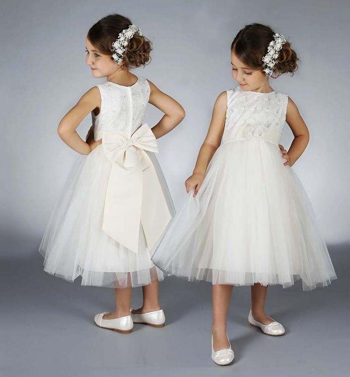 Deze prachtige jurk vind je bij Corrie's bruidskindermode. Ook zijn er bijpassende accessoires. Neem eens een kijkje in de webshop of kom in de winkel. Graag, tot ziens!! Trouwen, huwelijk, bruiloft, bruidskinderen, bruidsmeisjes, bruidsmeisje, bruidsmeisjesjurk, bruidsmeisjes kleding, bruidskinderkleding, bruidskindermode, kinderbruidsmode, kinderbruidsjurk, kinderbruidsjurken, communiejurk.