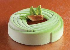 Oriental Fashion di Gabriele Bozio: finanziere al pistacchio, fichi spadellati, gelatina al porto, mousse al the verde