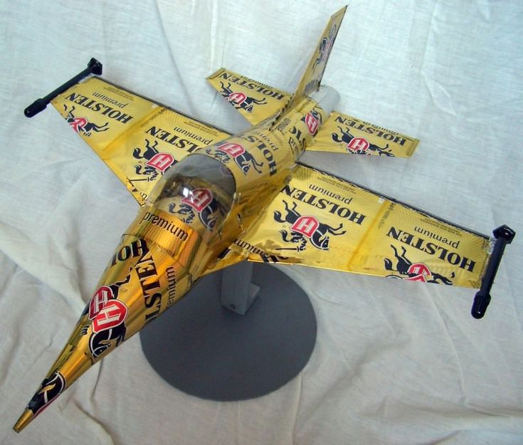 Beer can plane by tamas kanya aircraft recycled art for Diy beer can art
