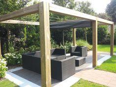 Voorbeeld terrasoverkapping met zonnedoek