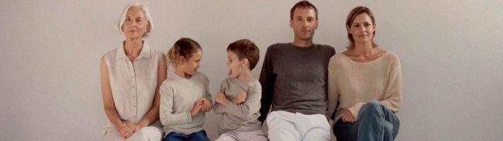 Семейные расстановки по Б.Хеллингеру - Системные (семейные) расстановки - практическая терапия задачей которой является выявление глубинных неосознанных психических процессов, которые формируют основу конфликта и являются сутью проблемы, цель данной терапии �