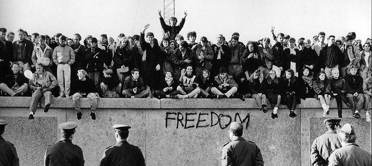 Google'dan Berlin Duvarı'nın Yıkılışının 25. Yılına Özel Doodle