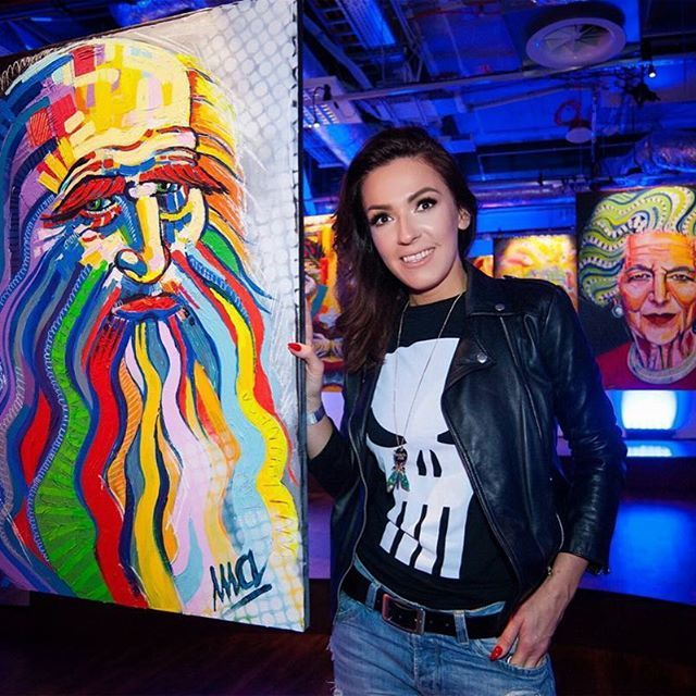 With Da Vinci. My first exhibition. ❤️❤️ #davinci #acrylicpainting #exhibition #art #painter #painting
