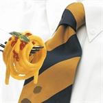 Denne patenterte silkerenseren er som en liten våtserviett som fjerner flekker på silke. Den løser opp olje, fett og andre flekker. Den inneholder et miljøvennlig rensemiddel som verken skader silken eller huden. Ta med deg en liten pakke i lommen så er du forberedt om uhellet skulle være ute.