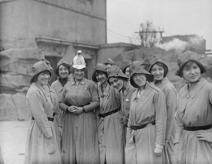 1916, Members of the Woman's Fire Brigade with their chief officer. | 25 Stunning Vintage Photographs Of Female Firefighters