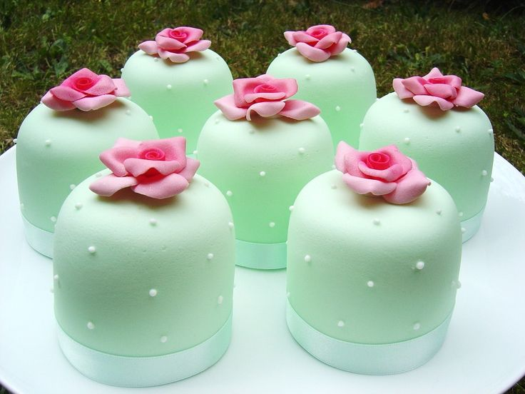 MINT GREEN MINI CAKES