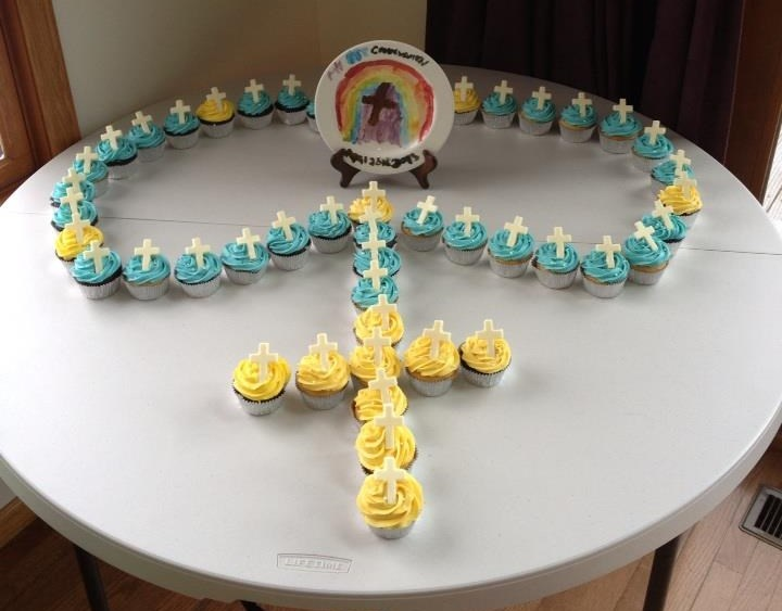 Cupcake Decorating Ideas For First Communion : First Communion Cupcake Rosary bible fun Pinterest ...