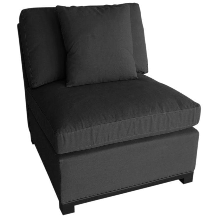 Denne lounge stolen er utformet i et blandingsstoff av lin og bomull i en varm koksgrå farge. Det følger med en ekstra pute i samme stoff og farge som stolen. Denne populære stolen kommer inn igjen i løpet av høsten/vinteren. Den ligger som lagersaldo slik at den som ønsker kan få bestille varen og sikre […]