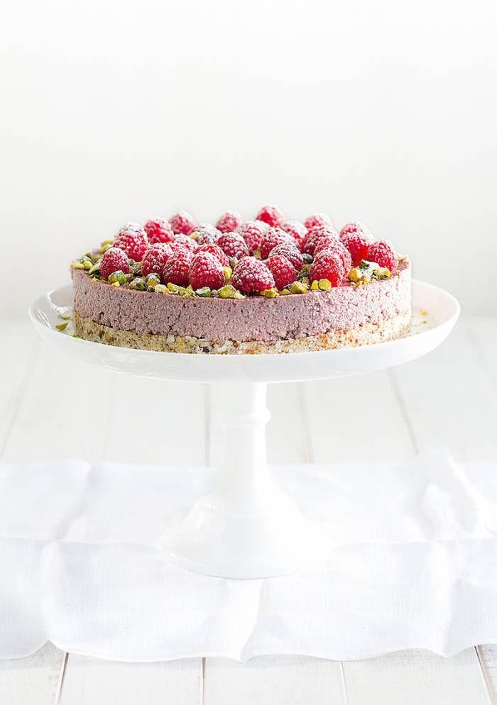... vegan raw raspberry & coconut cake (glutenfree) ...
