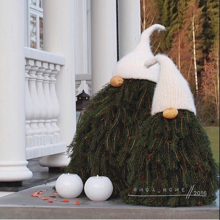 "408 Likes, 25 Comments - ★ De Wemelaer (@dewemelaer) on Instagram: ""Cute christmas decoration! ☺️ Credit @moa_home 👈🏼 Happy friday! #exterior #christmasdiy #christmas…"""