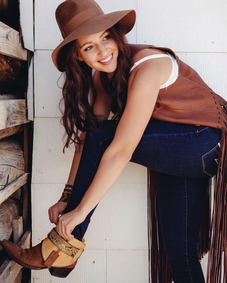 Boho / Jeans + Boots / Outfit / Cowgirl boots by Canty® Boots / Photography by Taylor Kent