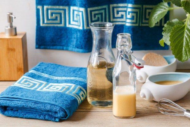 Vyrobte si přípravky na vlasy, které podobným způsobem používaly už naše babičky. Vlasy si pak můžete zabalit do nového bambusové ručníky, který seženete na našem e-shopu.