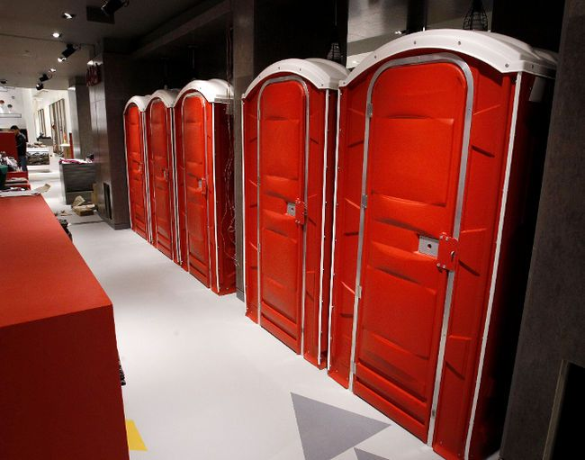 "SIMONS WEST,Edmonton Mall, Alberta,Canada, ""The Men's Dressing Rooms"", pinned by Ton van der Veer"
