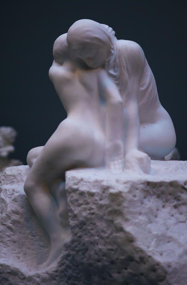 Dolor y comodidad • Auguste Rodin