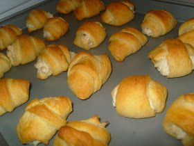 Bekah's Bits: Chicken Puffs || Cream cheese, garlic powder, shredded chicken baked in crescent rolls! Yum!