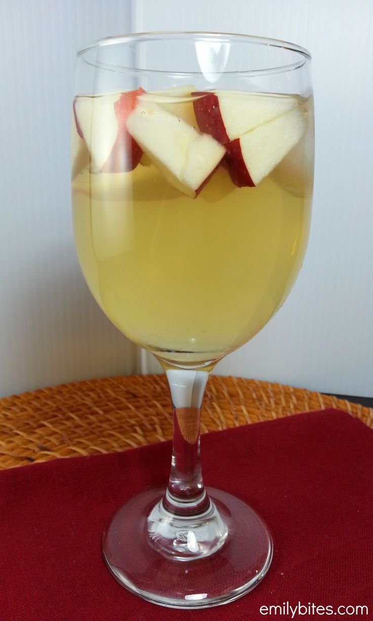 Emily Bites - Weight Watchers Friendly Recipes: Apple Cinnamon Sangria