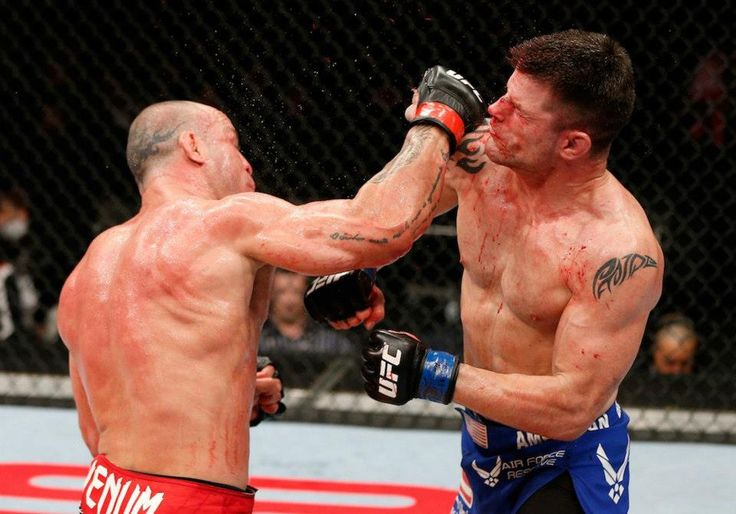 Wanderlei Silva (left) connects with a right hand against Brian Stann during last night's main event at the Saitama Super Arena.