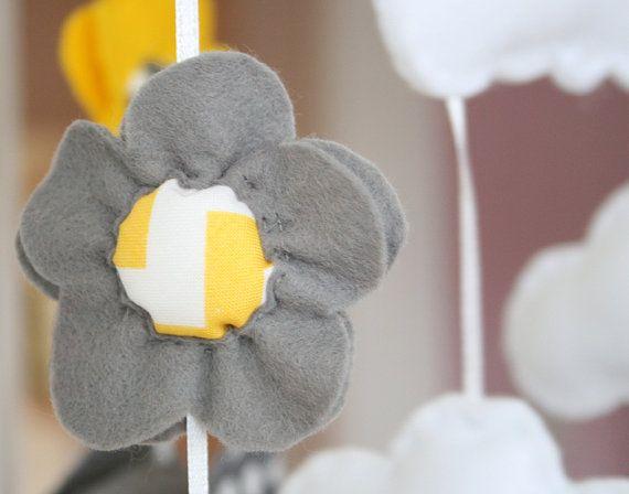 Baby Nursery Mobile geel / grijs Chevron/polkadot door FlossyTots