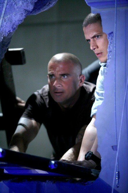 Still of Wentworth Miller and Dominic Purcell in Prison Break (2005)