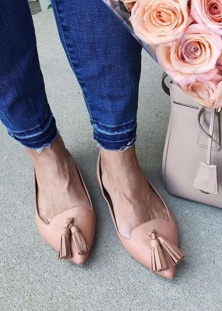Spotted | Noelani of Lattes + Lavendar sporting Banana Republic tan leather tassel flats. Perfectly paired with distressed denim and a bouquet of beautiful blush roses