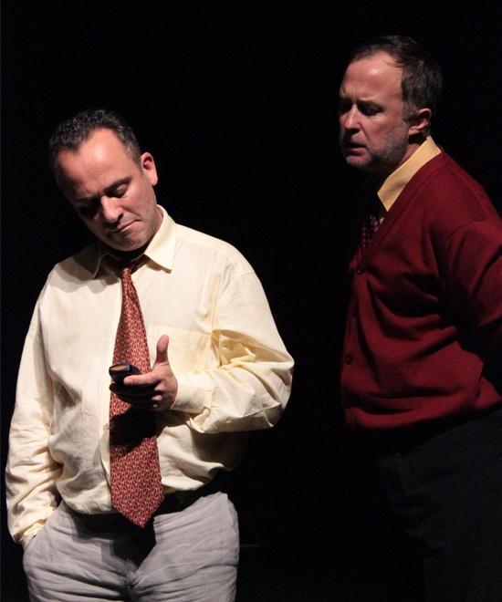 Javier Gutiérrez y Luis Bermejo. El traje, de Juan Cavestany. Teatro Galileo. Madrid