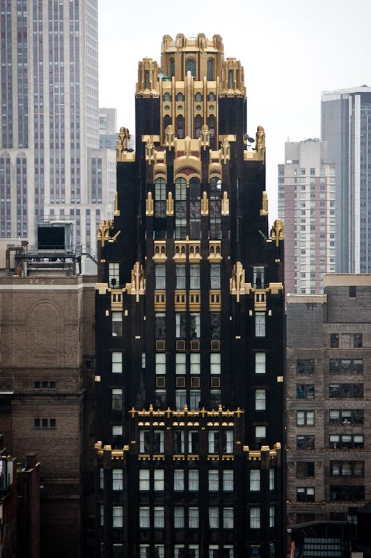 Black and gold exterior: the American Standard Building, built in 1924 for a radiator company, black stands for coal, gold stands for fire – via James Maher Photography - /blog.vkvvisuals.com