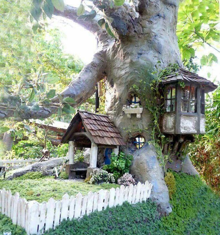 Johnny Walesu0027 Amazing House In A Tree Dollhouse.