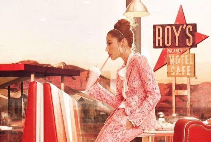 Scoprite con noi i nuovi look della bellissima collezione firmata Denny Rose S/S 2017. Balze, completi in pizzo e tonalità pastello vi aspettano!