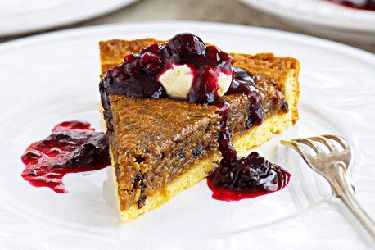 Fruit mince tart with mulled berries