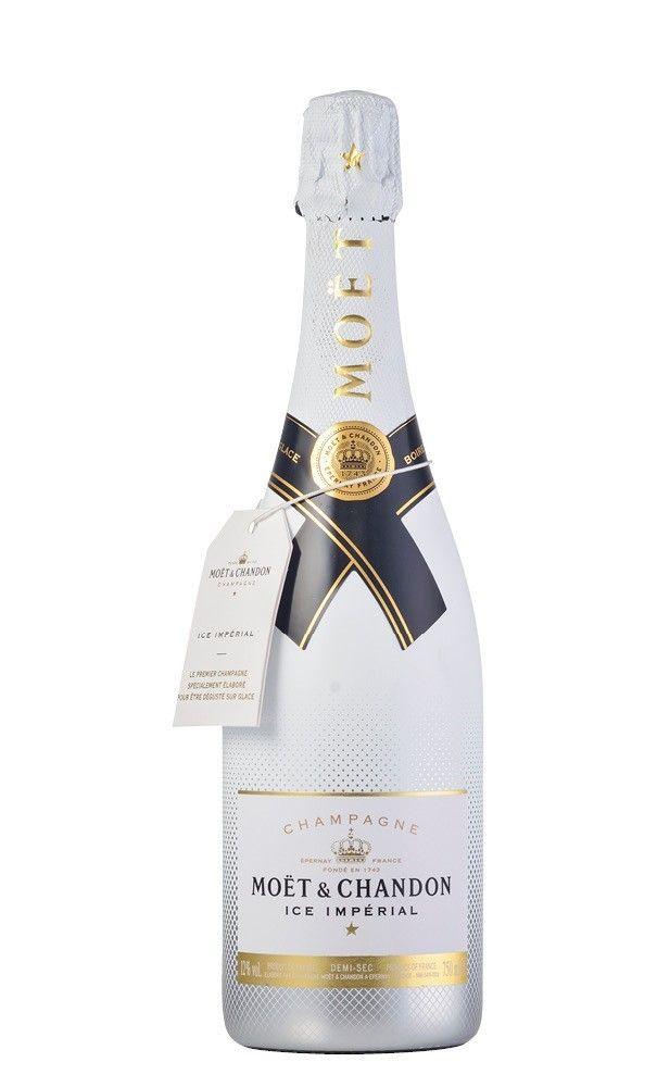 Moët & Chandon Ice Imperial por sólo 48,50 € en nuestra tienda En Copa de Balón:    https://www.encopadebalon.com/es/cava-y-champagnes/1142-moet-chandon-ice-imperial    Moët&Chandon Ice Impérial es el primer y el único champagne especialmente creado para disfrutarlo con hielo.  La marca Moët ha ido asociado al destello del éxito y el glamour desde que Claude Moët fundó la Maison en 1743. Actualmente es la maison de champagne más grande del mundo.