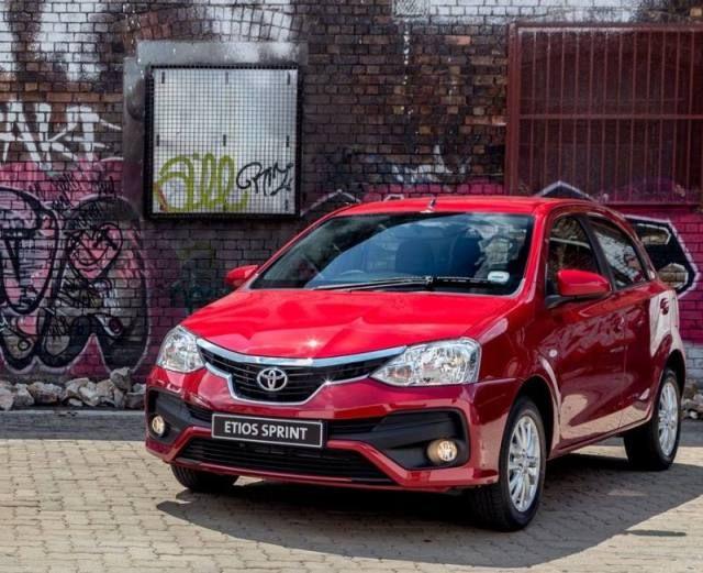 Die suksesvolle Toyota Etios het sopas bietjie plastiese sjirurgie ondergaan. Die nuwe model word as die Toyota Etios Sprint bekendgestel. Die Sprint-weergawe vervang die Xs model wat tot dusver beskikbaar was.
