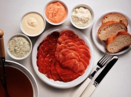 Molhos para fondue de carne - Veja como fazer em: http://cybercook.com.br/molhos-para-fondue-de-carne-r-10-17814.html?pinterest-rec