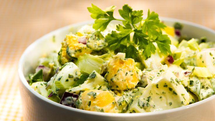Denne velsmakende eggesalaten kan du servere på påskebuffeten, og gjerne til spekemat.